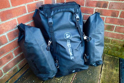 Black Apeks dive bag to travel light