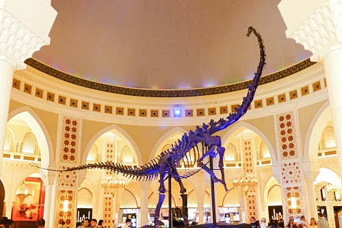 Full dinosaur skeleton in Dubai Mall, UAE
