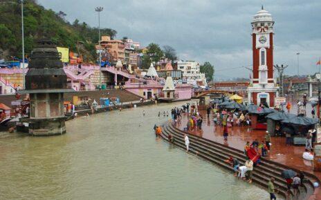 Bathers on the steps of Har Ki Pauri ghat in Haridwar, India